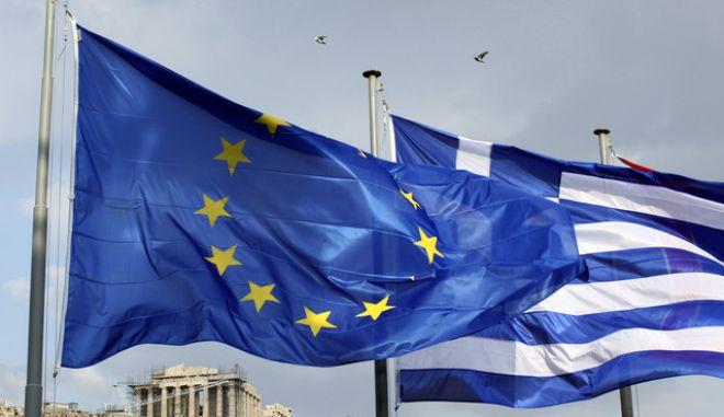 Πρώην σύμβουλος της Κομισιόν: Είναι το ευρώ συμβατό με τη δημοκρατία;