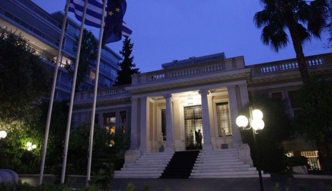 Στιγμιότυπο από το Μέγαρο Μαξίμου την Παρασκευή 26 Ιουνίου 2015. Ο πρωθυπουργός συγκάλεσε εκτάκτως την πολιτική ομάδα διαπραγμάτευσης και το Κυβερνητικό Συμβούλιο, προκειμένου να αξιολογηθεί η πρόταση των δανειστών και να χαραχθεί η στρατηγική που θα ακολουθήσει η ελληνική πλευρά εν όψει του Eurogroup.  (EUROKINISSI/ ΠΑΝΑΓΟΠΟΥΛΟΣ ΓΙΑΝΝΗΣ)