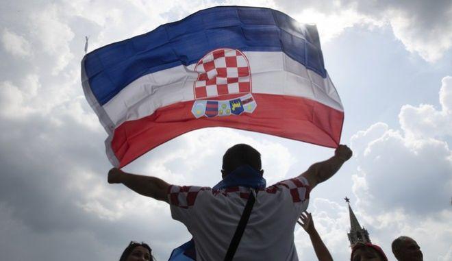 Οπαδός της Κροατίας αναμένει τη... νίκη