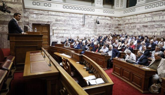 O πρωθυπουργός Αλέξης Τσίπρας μιλά σε προηγούμενη συνεδρίαση της κοινοβουλευτικής ομάδας του ΣΥΡΙΖΑ