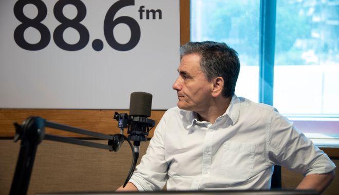 Ο Ε.Τσακαλώτος και ο Βασίλης Σκουρής στο στούντιο του News 24/7