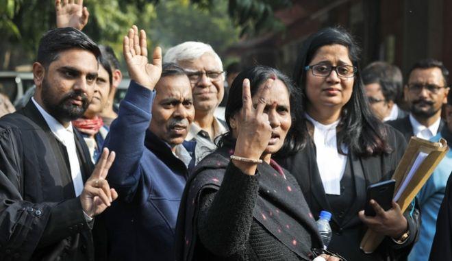 Η αντίδραση της μητέρας της φοιτήτριας, που έπεσε θύμα βιασμού, μετά την απόφαση του δικαστηρίου.