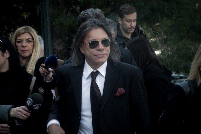 Ο Ηλίας Ψινάκης στην κηδεία του Θέμου Αναστασιάδη