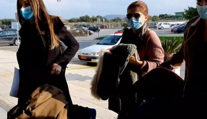 """Κρήτη: Αναχώρησαν για τη Θεσσαλονίκη οι νοσηλεύτριες - Συγκινητικές στιγμές στο """"Ν. Καζαντζάκης"""""""