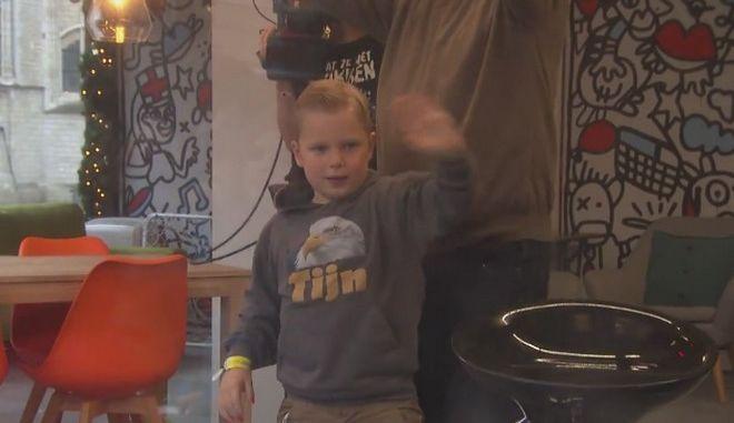Πέθανε ο 6χρονος ήρωας που έκανε τους Ολλανδούς να βάψουν τα νύχια τους