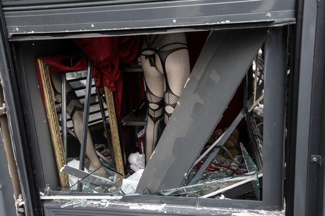 Έκρηξη σε sex shop επί της Ιεράς Οδού στο Γκάζι τα ξημερώματα