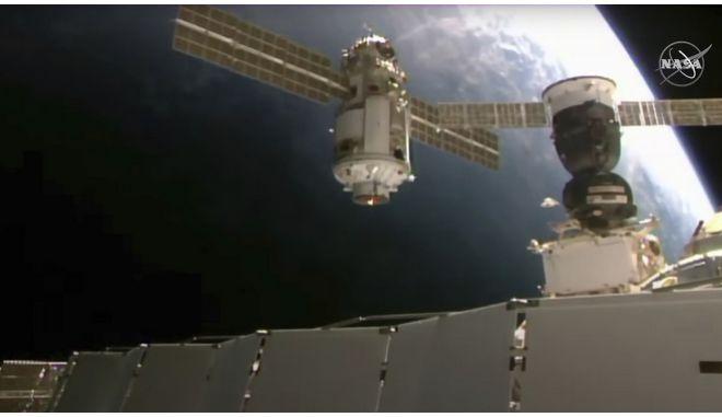 Η ρωσική διαστημική μονάδα Nauka, καθώς πλησιάζει τον Διεθνή Διαστημικό Σταθμό, τη Πέμπτη 29/7.