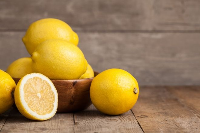 Φρέσκα λεμόνια για τη συνταγή