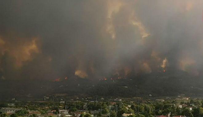 Φωτιά στη Βαρυμπόμπη: Drone δείχνει τη κόλαση από το Κρυονέρι έως τις Αφίδνες