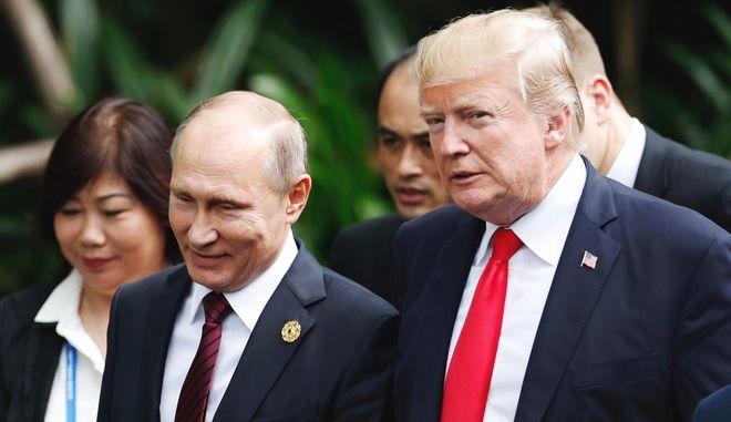Ο Αμερικανός πρόεδρος Ντόναλντ Τραμπ και ο Ρώσος πρόεδρος Βλαντίμιρ Πούτιν