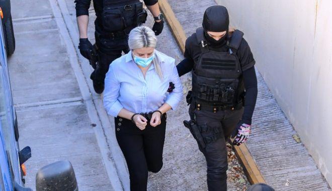 Στο δικαστήριο η κατηγορούμενη για την επίθεση με βιτριόλι, Έφη Καρακαντζούλα
