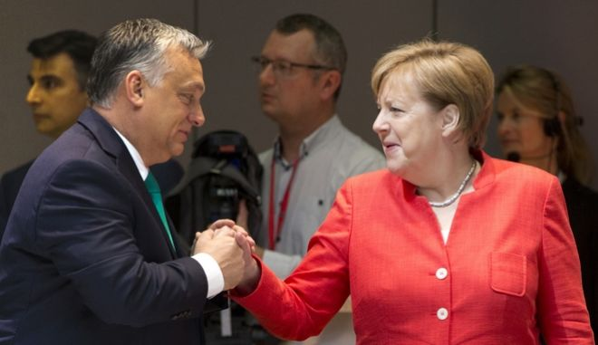 Ο Ούγγρος πρωθυπουργός Βίκτορ Ορμπάν και η Γερμανίδα καγκελάριος Άνγκελα Μέρκελ