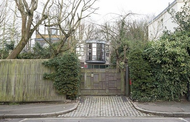 Διάσημος τζογαδόρος αγόρασε σπίτι 5 εκατ. λίρες, αλλά δεν μπορεί να μπει