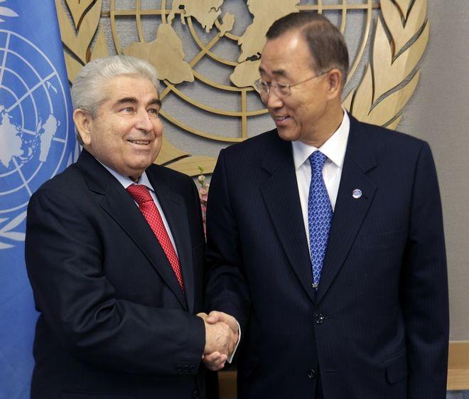 Ο Χριστόφιας με τον Γενικό Γραμματέα των Ηνωμένων Εθνών Μπαν Κι-μουν (AP Photo/Seth Wenig)