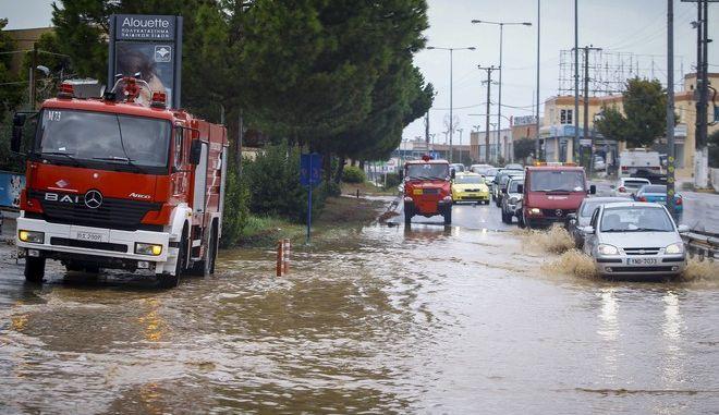1.300 κλήσεις στην πυροσβεστική για βοήθεια λόγω του κυκλώνα Ζορμπά