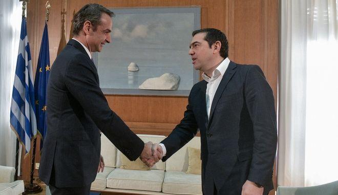 Συνάντηση του πρωθυπουργού Κυριάκου Μητσοτάκη με τον πρόεδρο του Σύριζα Αλέξη Τσίπρα.Φωτό αρχείου.)