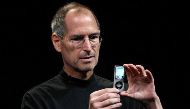 Οι γίγαντες της τεχνολογίας τιμούν τον Στιβ Τζομπς