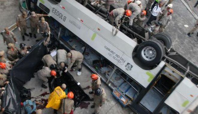 Φονική πτώση λεωφορείου σε χαράδρα στη Βραζιλία