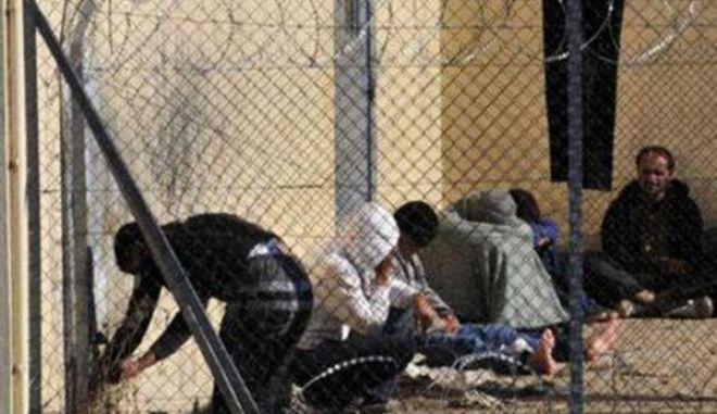 Αντιδρούν οι κάτοικοι της Κοζάνης για το στρατόπεδο κράτησης παράνομων μεταναστών