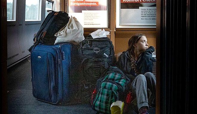 Χαμός για τη Γκρέτα Τούνμπεργκ: Ταξιδεύει στο πάτωμα ή πρώτη θέση;
