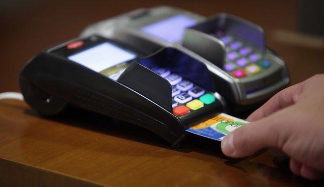 Μηχάνημα πληρωμής με πιστωτική κάρτα σε κατάστημα στην Αθήνα την Δευτέρα 28 Σεπτεμβρίου 2015. (EUROKINISSI/ΓΙΑΝΝΗΣ ΠΑΝΑΓΟΠΟΥΛΟΣ)