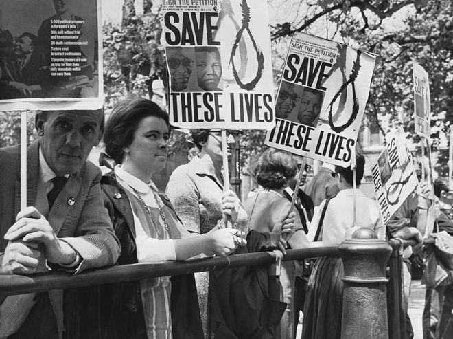 Διαδηλώσεις κατά του άπαρτχάιντ στο Λονδίνο, 1964