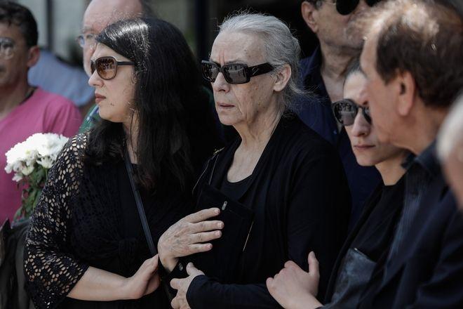 Η σύντροφος του Χάρρυ Κλυνν, Χαρίκλεια, και η κόρη τους, Κορίνα