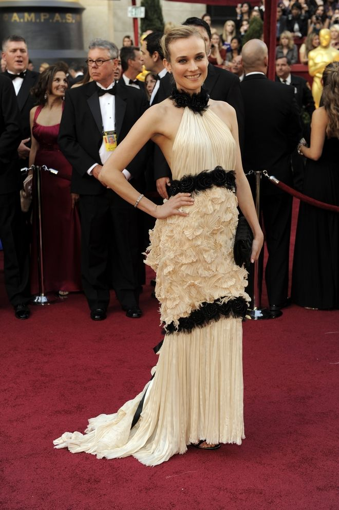 Diane Kruger arrives at the 82nd Academy Awards Sunday,  March 7, 2010, in the Hollywood section of Los Angeles. (AP Photo/Chris Pizzello)