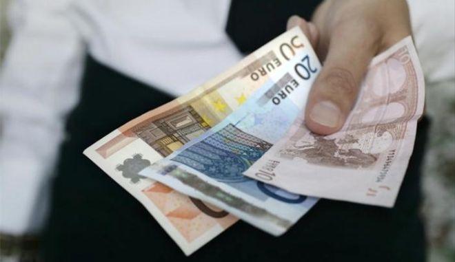 Zeitung: Η Ευρωζώνη προτίθεται να χαρίσει χρήματα στην Ελλάδα
