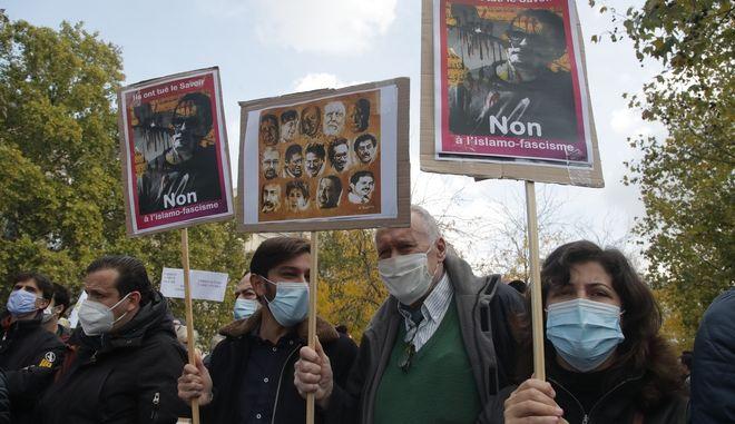 """Αποκεφαλισμός στο Παρίσι: Οι μαθητές πήραν €300 για να """"προδώσουν"""" τον καθηγητή τους"""