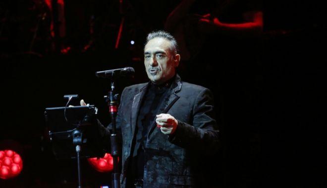 Ο Νότης Σφακιανάκης στη σκηνή
