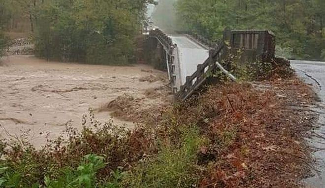 H γέφυρα του Πευκόφυτου κατέρρευσε