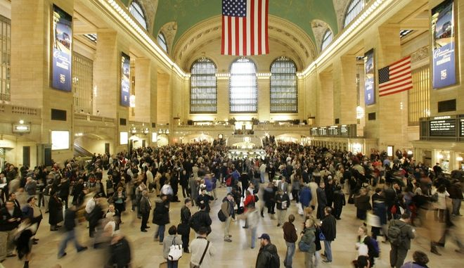Rush hour commuters wait at Grand Central Station for Metro North train service to resume Tuesday, March 4, 2008 in New York. A five-story vacant apartment building partially collapsed in upper Manhattan, leading to the suspension of dozens of rush-hour suburban trains. There were no immediate reports of injuries. (AP Photo/Mary Altaffer)
