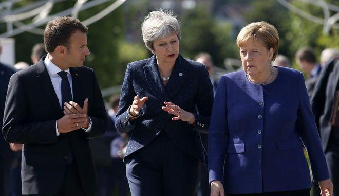 Ο Γάλλος πρόεδρος Εμανουέλ Μακρόν, η Βρετανίδα πρωθυπουργός Τερέζα Μέι και η Γερμανίδα καγκελάριος Άνγκελα Μέρκελ σε σύνοδο της ΕΕ στη Σόφια τον Μάιο του 2018