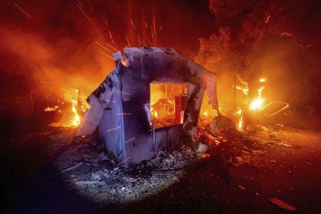 Σπίτι στην Καλιφόρνια που κατακάηκε