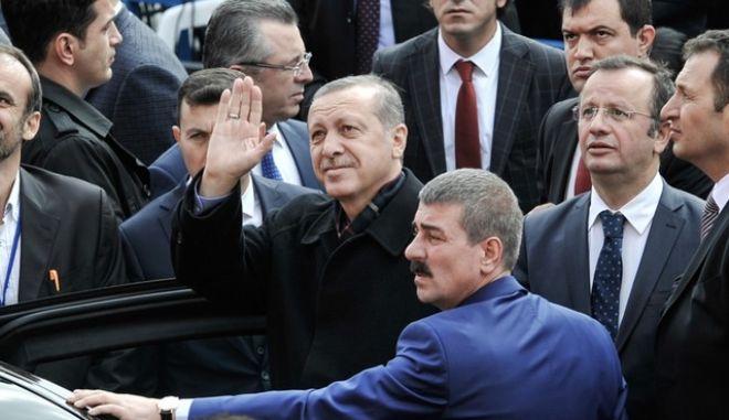 Πώς πρέπει να απαντά η Ελλάδα στις τουρκικές προκλήσεις;