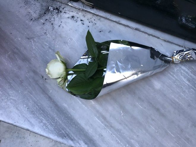 Ύστατο χαίρε με λουλούδια στο γραφείο του Μ. Ζαφειρόπουλου