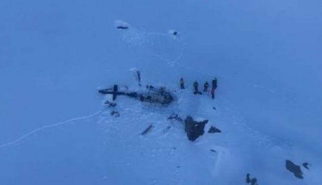 Φωτογραφία του πεσμένου ελικοπτέρου από την ιταλική υπηρεσία διάσωσης