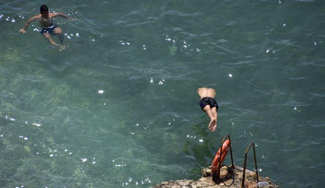 Εικόνα από την παραλία της Αρβανιτιάς στο Ναύπλιο