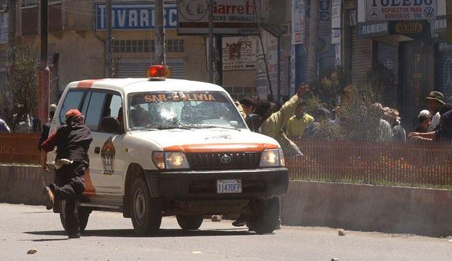 Ασθενοφόρο στην πρωτεύουσα Λα Πας της Βολιβίας