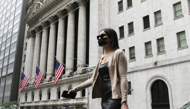 Πολίτης των ΗΠΑ με μάσκα