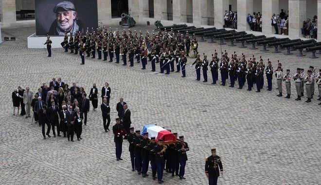 Τελετή για τον Ζαν Πολ Μπελμοντό στο στρατιωτικό μουσείο των Απομάων στο Παρίσι