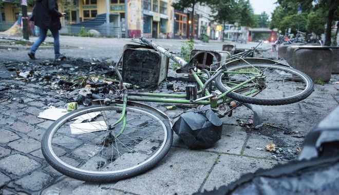A bicycle and and burnt debris sit on the street of the so-called Schanzenviertel in Hamburg, northern Germany, Friday, July 7, 2017 after protests against the G-20 summit turnt violent the night before. (Daniel Bockwoldt/dpa via AP)