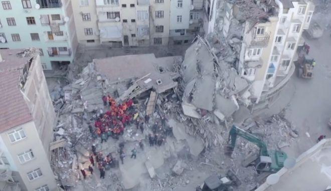 Εικόνες καταστροφής και χάους από drone video