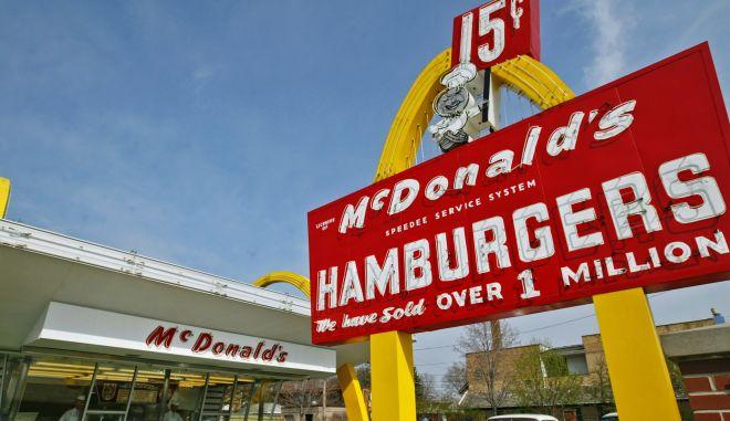 To πρώτο McDonald's που άνοιξε ο Ρέι Κροτς, στις 15/5 του 1955 και πλέον είναι μουσείο της επιχείρησης.
