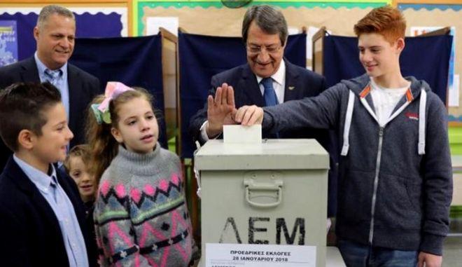 Κύπρος: Νίκος Αναστασιάδης και Σταύρος Μαλάς στο δεύτερο γύρο των προεδρικών εκλογών