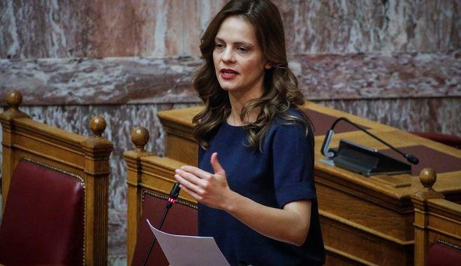 Η υπουργός Εργασίας Εφη Αχτσιόγλου