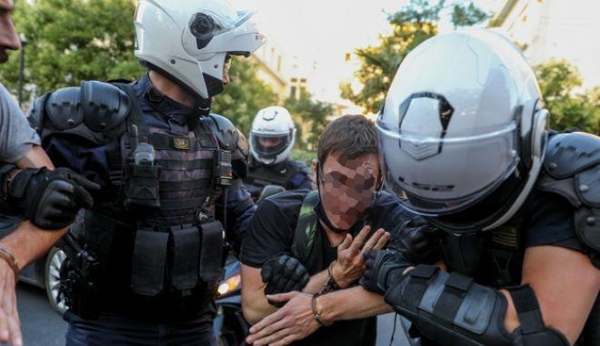 """Καταγγελία για συλλήψεις στην ΑΣΟΕΕ: """"Οι αστυνομικοί άλλαξαν την κατάθεση για τη μολότοφ"""""""