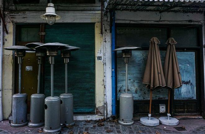 Κλειστό κατάστημα εστίασης στην Δράμα κατά την διάρκεια του δευτέρου λοκντάουν για την ανάσχεση της πανδημίας του κορονοϊού. (EUROKINISSI/ΔΗΜΗΤΡΗΣ ΜΕΣΣΗΝΗΣ)