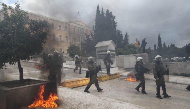 ΑΘΗΝΑ-24ωρη απεργία  έχουν κηρύξει η ΓΣΕΕ και η ΑΔΕΔΥ, αντιδρώντας στην ακολουθούμενη κυβερνητική πολιτική σε εφαρμογή του Μνημονίου// ΕΠΕΙΣΟΔΙΑ ΣΤΟ ΚΕΝΤΡΟ ΤΗΣ ΠΟΛΗΣ.(EUROKINISSI-ΓΙΑΝΝΗΣ ΠΑΝΑΓΟΠΟΥΛΟΣ)